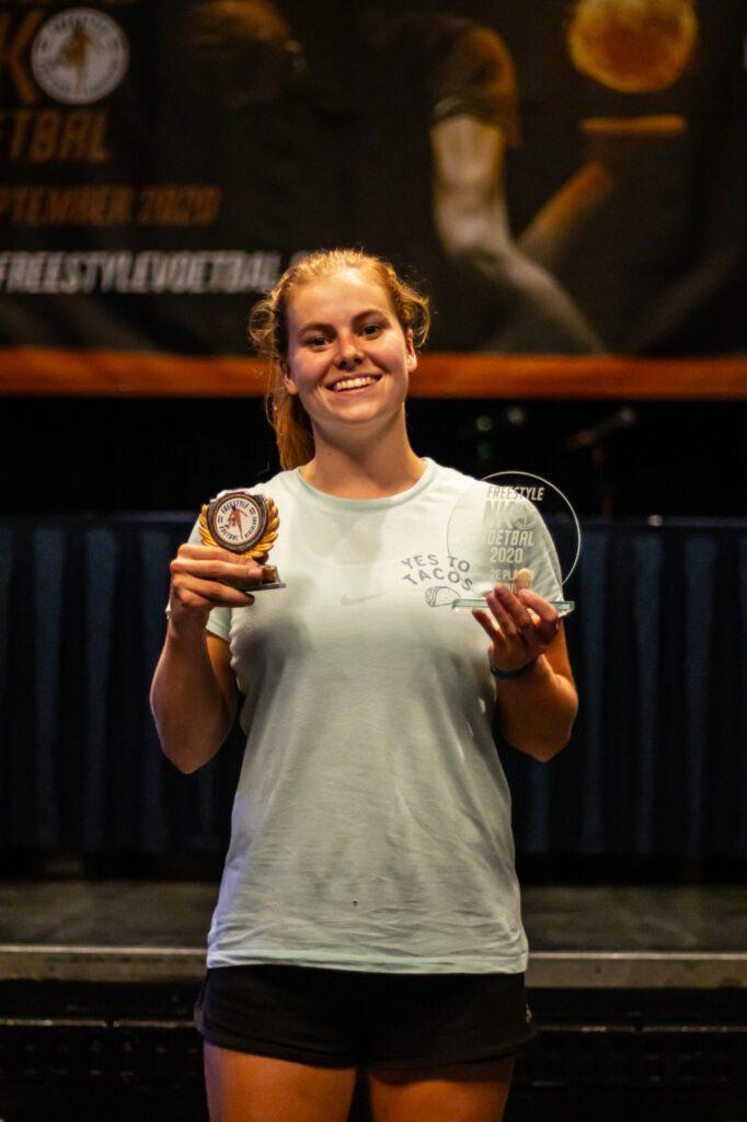 """Tweevoudig Nederlands Kampioen Freestyle voetbal Jasmijn Janssen: """"Ik vond het juist leuk om tussen alle jongens te trainen. Dat motiveerde juist heel erg"""""""